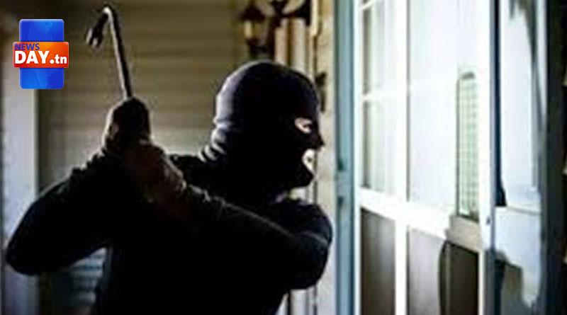 تونس: بالفيديو.. ملثمان يسطوان على مركز البريد بـ المروج ويستوليان على 115 ألف دينار ثم يلوذان بالفرار