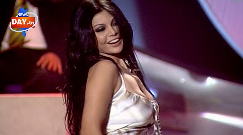 معجب مصري يضع هيفاء وهبي في موقف محرج خلال حفلتها بالقاهرة (فيديو )